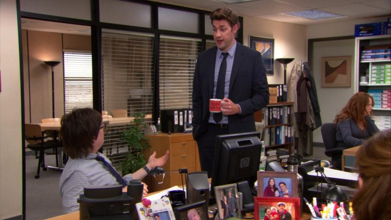 """HP Monitor Used by Clark Duke (Clark Green) in The Office – Season 9, Episode 21, """"Livin' the Dream"""" (2013) TV Show Product Placement"""