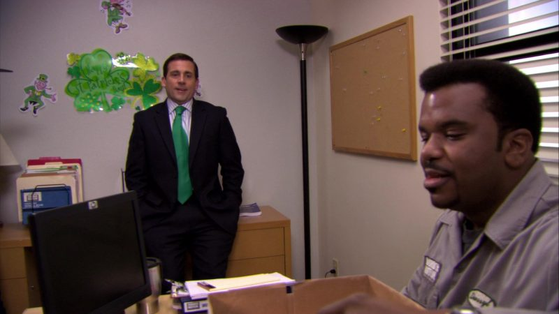 """HP Monitor Used by Craig Robinson (Darryl Philbin) in The Office – Season 6, Episode 19, """"St. Patrick's Day"""" (2010) - TV Show Product Placement"""