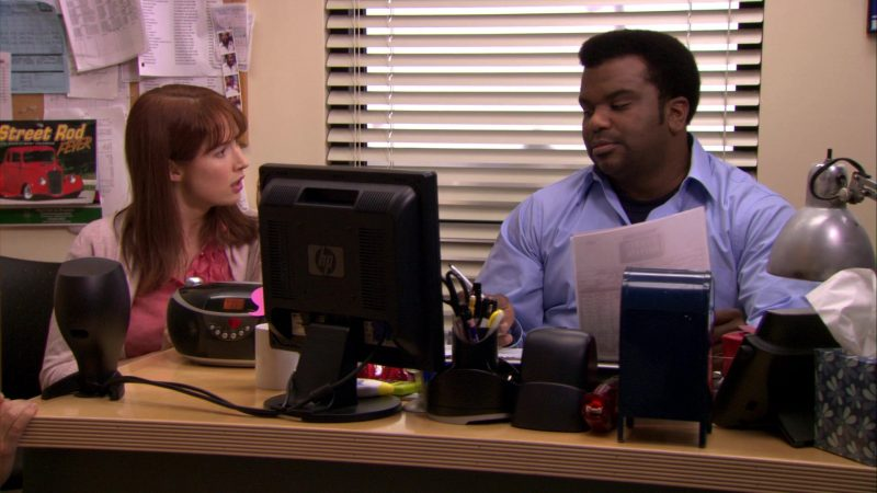 "HP Monitor Used by Craig Robinson (Darryl Philbin) in The Office – Season 7, Episode 16, ""PDA"" (2011) TV Show Product Placement"