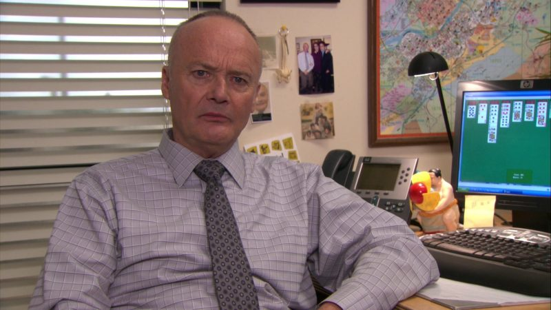"""HP Monitor Used by Creed Bratton in The Office – Season 7, Episode 1, """"Nepotism"""" (2010) - TV Show Product Placement"""