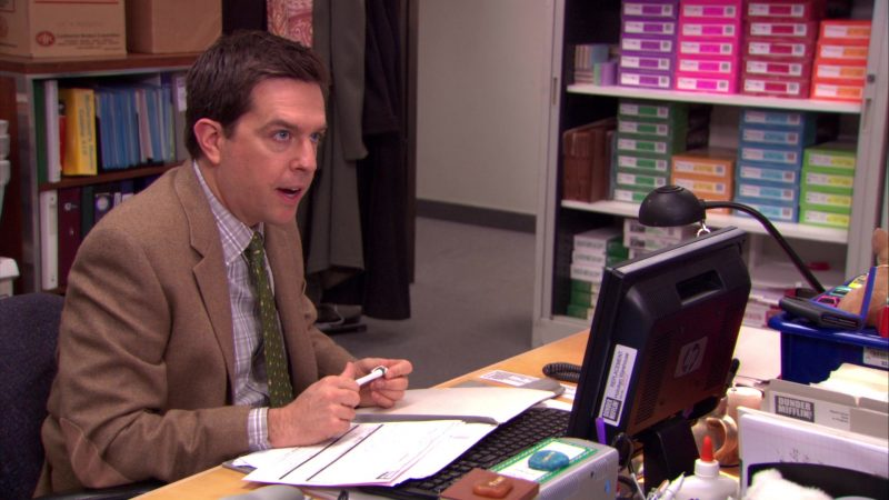 """HP Monitor Used by Ed Helms (Andy Bernard) in The Office – Season 5, Episode 16, """"Lecture Circuit: Part 1"""" (2009) - TV Show Product Placement"""