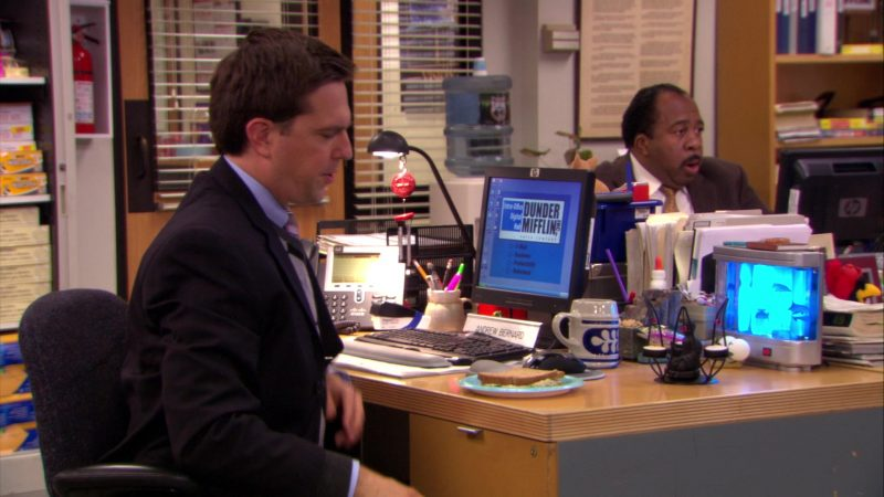 "HP Monitor Used by Ed Helms (Andy Bernard) in The Office – Season 5, Episode 10, ""The Surplus"" (2008) - TV Show Product Placement"