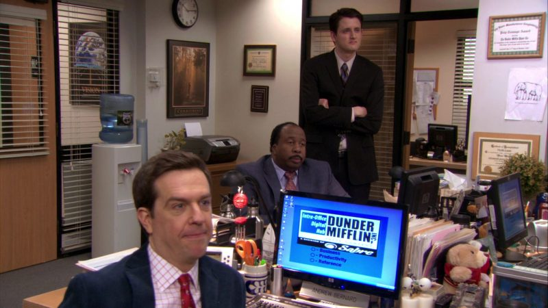"""HP Monitor Used by Ed Helms (Andy Bernard) in The Office – Season 7, Episode 21, """"Michael's Last Dundies"""" (2011) - TV Show Product Placement"""