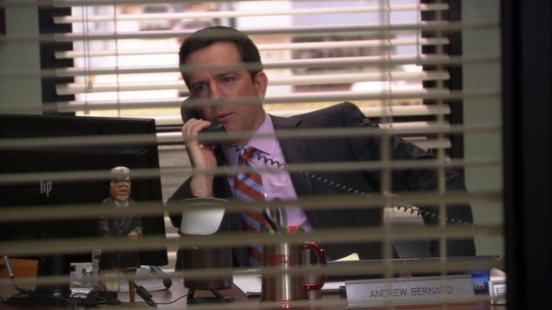 """HP Monitor Used by Ed Helms (Andy Bernard) in The Office – Season 8, Episode 6, """"Doomsday"""" (2011) TV Show Product Placement"""