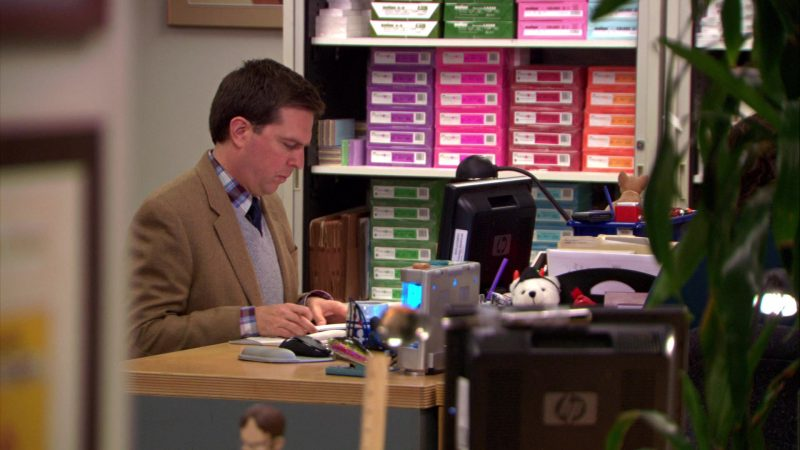 """HP Monitor Used by Ed Helms (Andy Bernard) in The Office – Season 5, Episode 12, """"The Duel"""" (2009) TV Show Product Placement"""