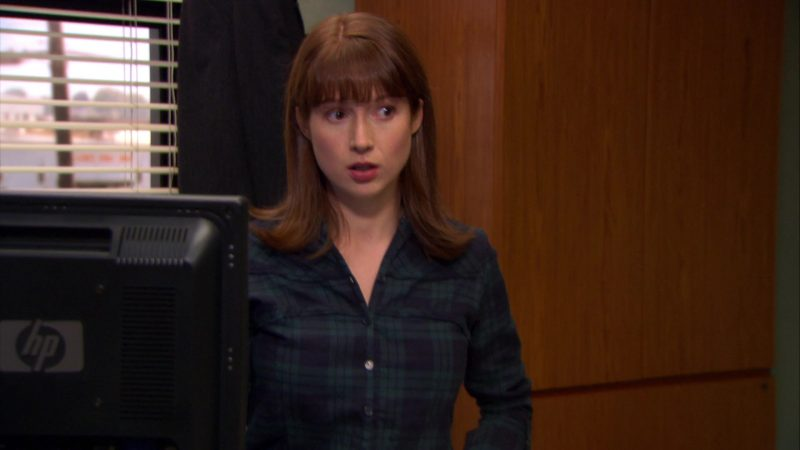 """HP Monitor Used by Ellie Kemper (Erin Hannon) in The Office – Season 6, Episode 12, """"Scott's Tots"""" (2009) TV Show Product Placement"""
