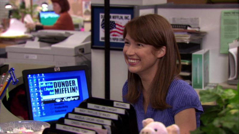 """HP Monitor Used by Ellie Kemper (Erin Hannon) in The Office – Season 7, Episode 4, """"Sex Ed"""" (2010) - TV Show Product Placement"""