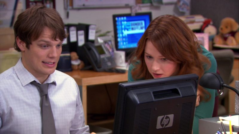 "HP Monitor Used by Jake Lacy (Pete Miller) & Ellie Kemper (Erin Hannon) in The Office – Season 9, Episode 12, ""Customer Loyalty"" (2013) - TV Show Product Placement"
