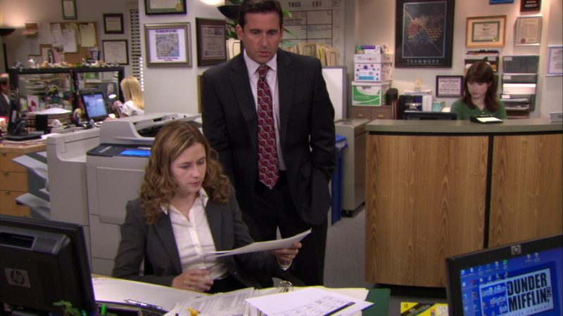 """HP Monitor Used by Jenna Fischer (Pam Beesly) in The Office – Season 6, Episode 2, """"The Meeting"""" (2009) - TV Show Product Placement"""
