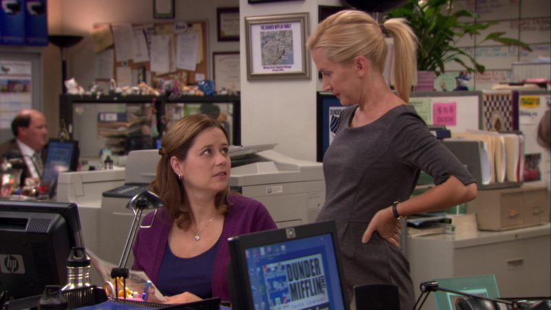 """HP Monitor Used by Jenna Fischer (Pam Beesly) in The Office – Season 8, Episode 2, """"The Incentive"""" (2011) - TV Show Product Placement"""