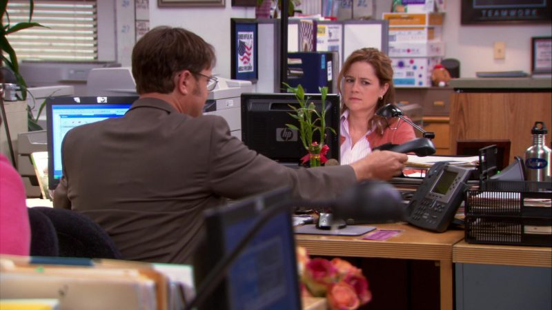 "HP Monitor Used by Jenna Fischer (Pam Beesly) in The Office – Season 9, Episode 11, ""Suit Warehouse"" (2013) - TV Show Product Placement"