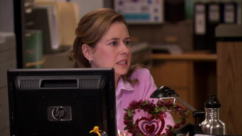 "HP Monitor Used by Jenna Fischer (Pam Beesly) in The Office – Season 7, Episode 16, ""PDA"" (2011) TV Show Product Placement"