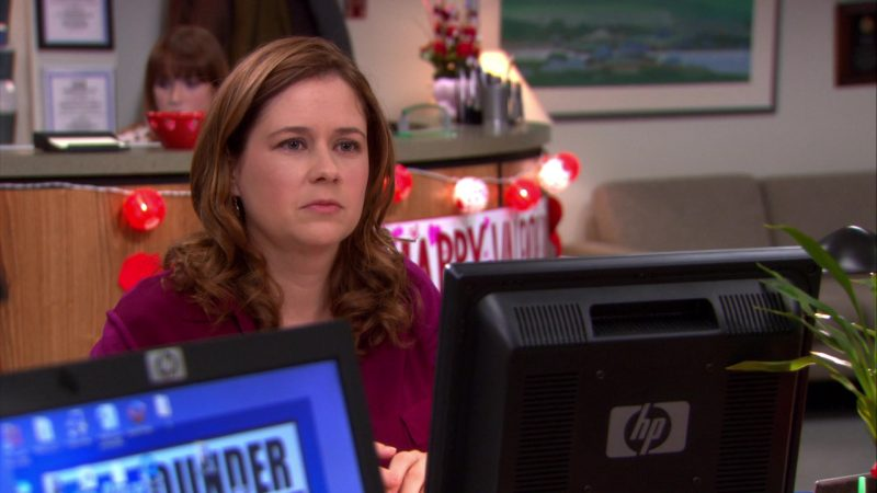 """HP Monitor Used by Jenna Fischer (Pam Beesly) in The Office – Season 8, Episode 14, """"Special Project"""" (2012) - TV Show Product Placement"""