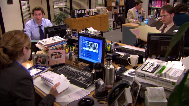 "HP Monitor Used by Jenna Fischer (Pam Beesly) in The Office – Season 6, Episode 22, ""Secretary's Day"" (2010) - TV Show Product Placement"