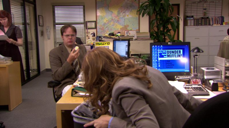 "HP Monitor Used by Jenna Fischer (Pam Beesly) in The Office – Season 6, Episodes 4-5, ""Niagara"" (2009) - TV Show Product Placement"