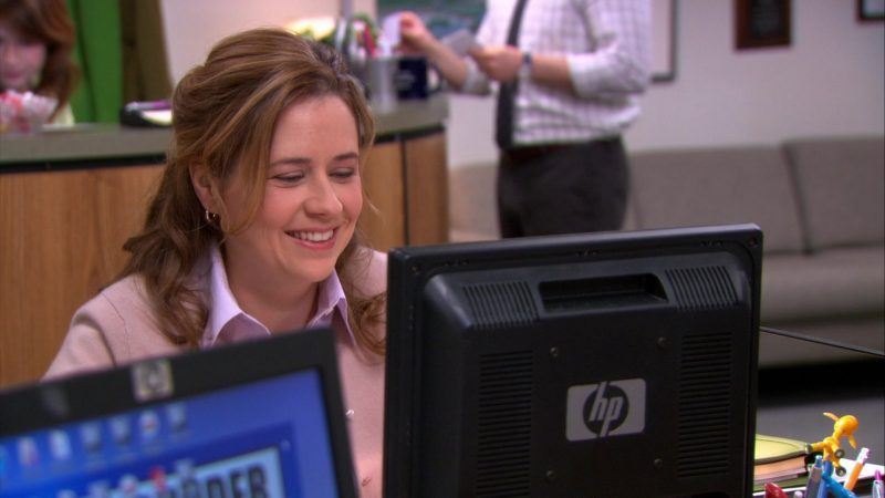 "HP Monitor Used by Jenna Fischer (Pam Beesly) in The Office – Season 9, Episode 18, ""Promos"" (2013) TV Show"
