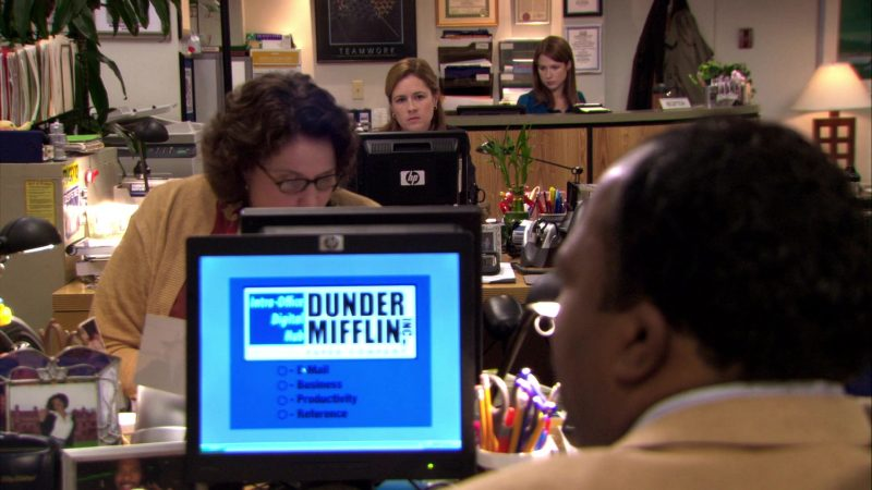 """HP Monitor Used by Jenna Fischer (Pam Beesly) in The Office – Season 7, Episode 2, """"Counseling"""" (2010) TV Show Product Placement"""