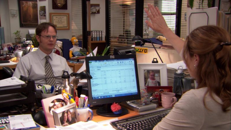 """HP Monitor Used by Jenna Fischer (Pam Beesly) in The Office – Season 8, Episode 7, """"Pam's Replacement"""" (2011) TV Show Product Placement"""