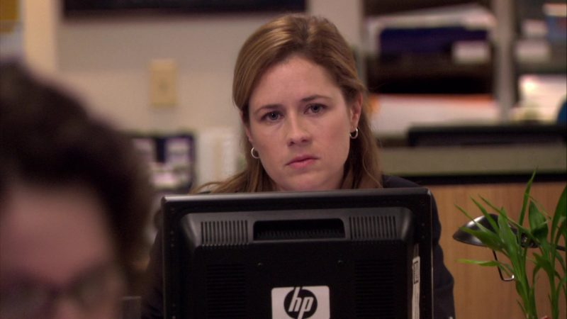 """HP Monitor Used by Jenna Fischer (Pam Beesly) in The Office – Season 7, Episode 2, """"Counseling"""" (2010) - TV Show Product Placement"""