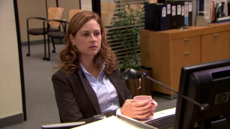 "HP Monitor Used by Jenna Fischer (Pam Beesly) in The Office – Season 6, Episode 10, ""Murder"" (2009) - TV Show Product Placement"