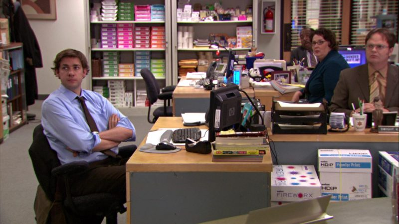 """HP Monitor Used by John Krasinski (Jim Halpert) and Boise Paper in The Office – Season 5, Episode 12, """"The Duel"""" (2009) TV Show Product Placement"""