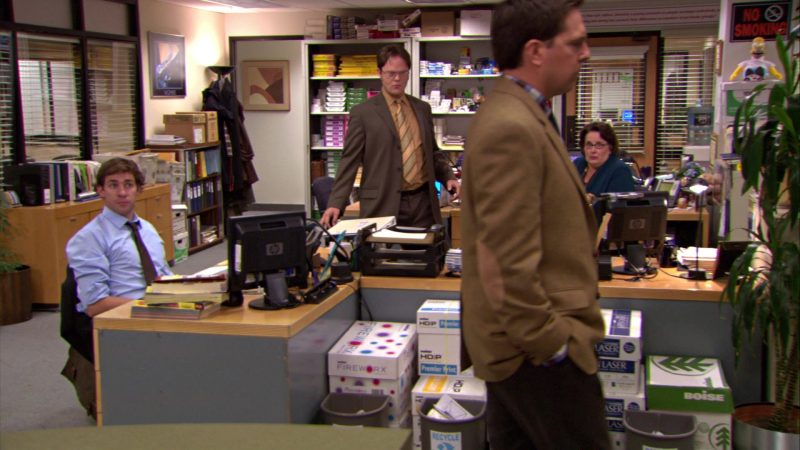 """HP Monitor Used by John Krasinski (Jim Halpert) and Boise Paper in The Office – Season 5, Episode 12, """"The Duel"""" (2009) - TV Show Product Placement"""