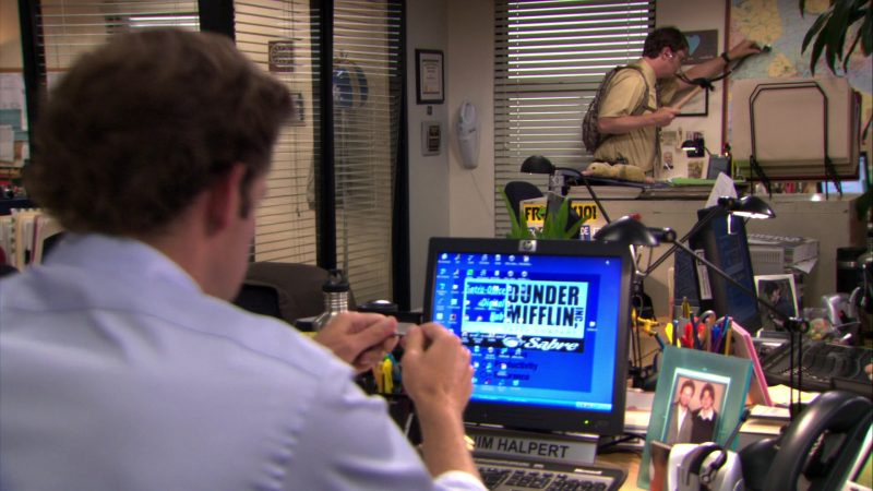 "HP Monitor Used by John Krasinski (Jim Halpert) in The Office – Season 7, Episode 1, ""Nepotism"" (2010) - TV Show Product Placement"