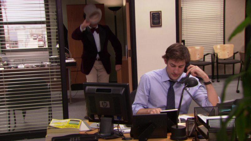 "HP Monitor Used by John Krasinski (Jim Halpert) in The Office – Season 5, Episode 19, ""Golden Ticket"" (2009) - TV Show Product Placement"
