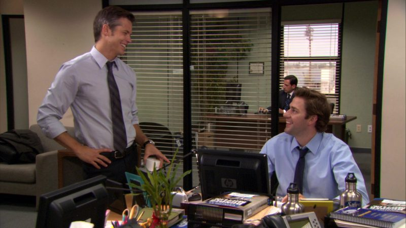 """HP Monitor Used by John Krasinski (Jim Halpert) in The Office – Season 7, Episode 5, """"The Sting"""" (2010) - TV Show Product Placement"""