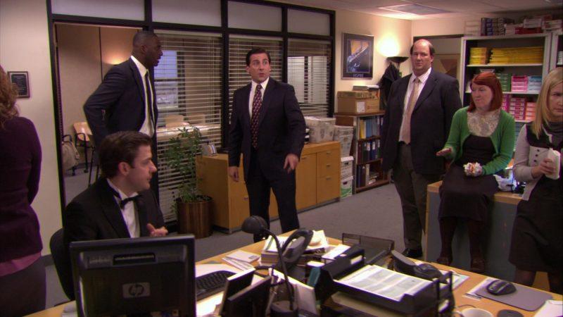 "HP Monitor Used by John Krasinski (Jim Halpert) in The Office – Season 5, Episode 20, ""New Boss"" (2009) - TV Show Product Placement"