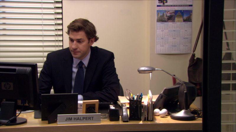 "HP Monitor Used by John Krasinski (Jim Halpert) in The Office – Season 6, Episode 12, ""Scott's Tots"" (2009) - TV Show Product Placement"