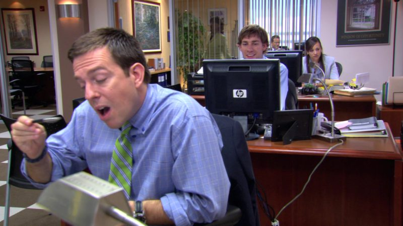 "HP Monitor Used by John Krasinski (Jim Halpert) in The Office – Season 3, Episode 5, ""Initiation"" (2006) TV Show Product Placement"