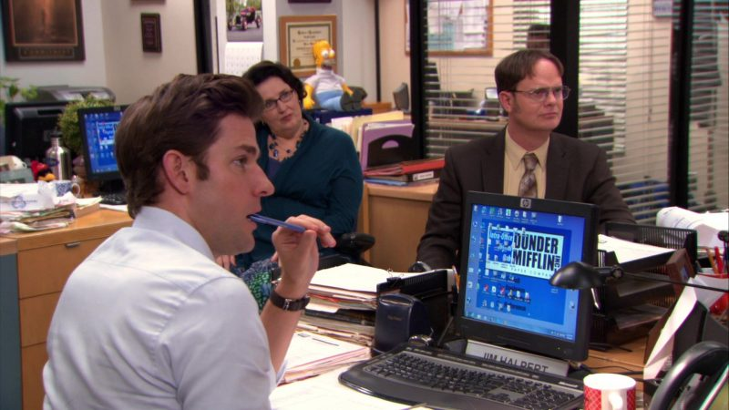 """HP Monitor Used by John Krasinski (Jim Halpert) in The Office – Season 9, Episode 20, """"Paper Airplane"""" (2013) - TV Show Product Placement"""