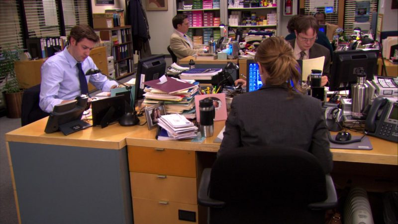 "HP Monitor Used by John Krasinski (Jim Halpert) in The Office – Season 6, Episode 22, ""Secretary's Day"" (2010) - TV Show Product Placement"