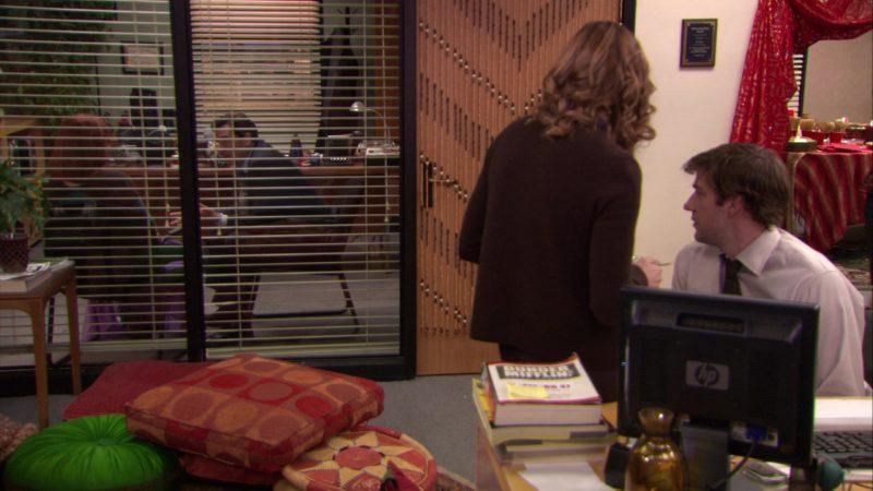 "HP Monitor Used by John Krasinski (Jim Halpert) in The Office – Season 5, Episode 11, ""Moroccan Christmas"" (2008) TV Show Product Placement"