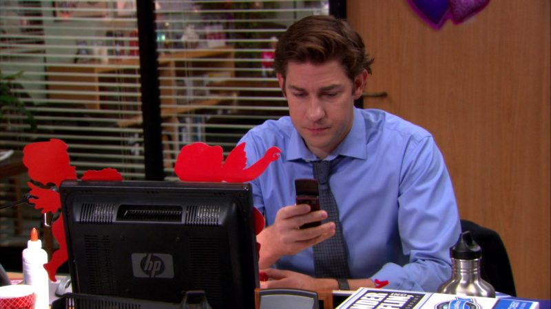 """HP Monitor Used by John Krasinski (Jim Halpert) in The Office – Season 8, Episode 14, """"Special Project"""" (2012) - TV Show Product Placement"""