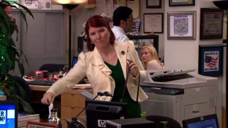 """HP Monitor Used by Kate Flannery (Meredith Palmer) in The Office – Season 6, Episode 19, """"St. Patrick's Day"""" (2010) - TV Show Product Placement"""