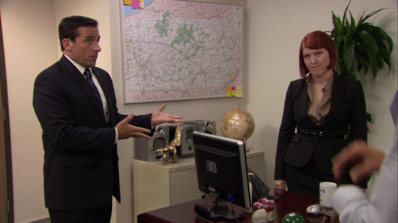 """HP Monitor Used by Kate Flannery (Meredith Palmer) in The Office – Season 7, Episode 5, """"The Sting"""" (2010) TV Show Product Placement"""