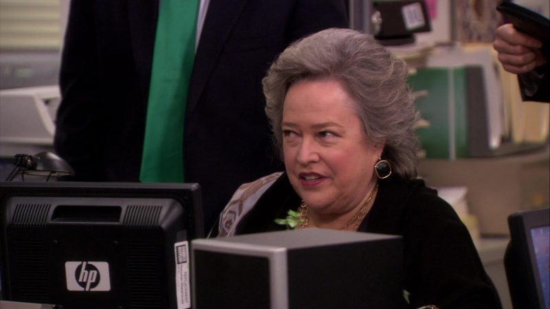 """HP Monitor Used by Kathy Bates (Jo Bennett) in The Office – Season 6, Episode 19, """"St. Patrick's Day"""" (2010) TV Show Product Placement"""