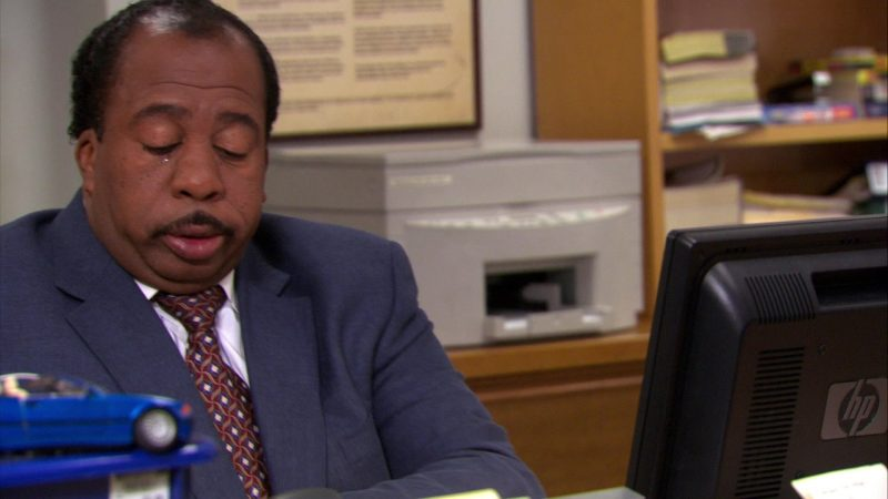 """HP Monitor Used by Leslie David Baker (Stanley Hudson) in The Office – Season 4, Episode 10, """"Branch Wars"""" (2007) - TV Show Product Placement"""