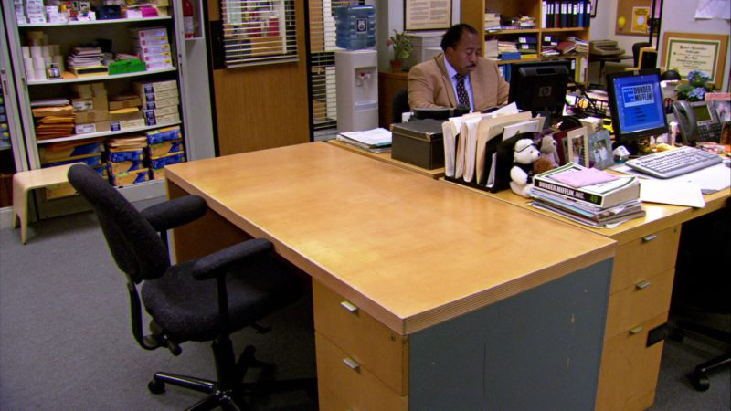 "HP Monitor Used by Leslie David Baker (Stanley Hudson) in The Office – Season 4, Episodes 1-2, ""Fun Run"" (2007) - TV Show Product Placement"