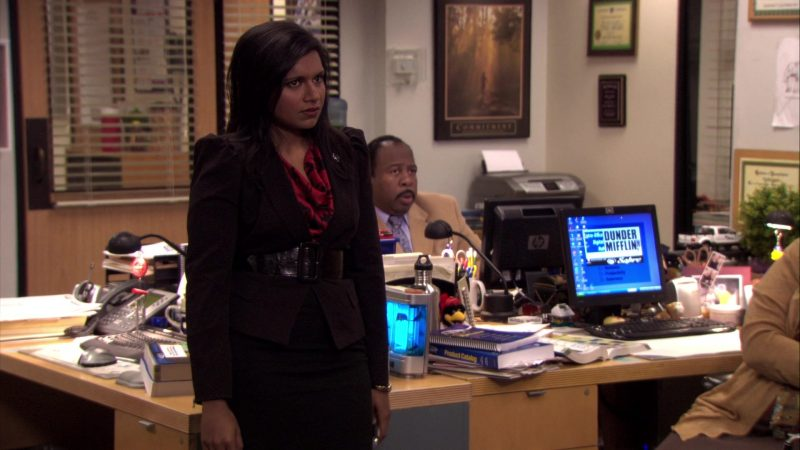 """HP Monitor Used by Leslie David Baker (Stanley Hudson) in The Office – Season 7, Episode 2, """"Counseling"""" (2010) TV Show Product Placement"""
