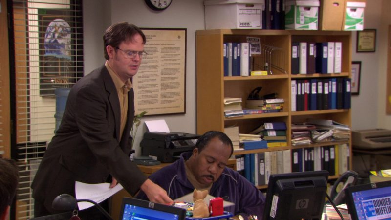 "HP Monitor Used by Leslie David Baker (Stanley Hudson) in The Office – Season 5, Episode 26, ""Casual Friday"" (2009) TV Show Product Placement"