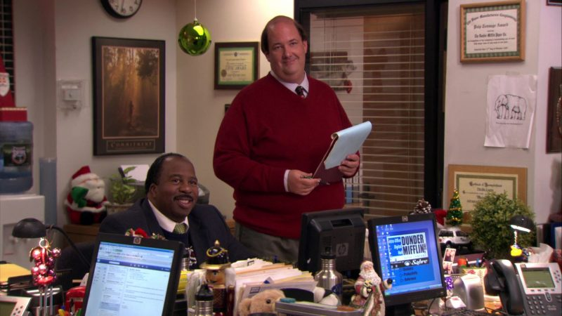 "HP Monitor Used by Leslie David Baker (Stanley Hudson) in The Office – Season 7, Episodes 11-12, ""Classy Christmas"" (2010) - TV Show Product Placement"