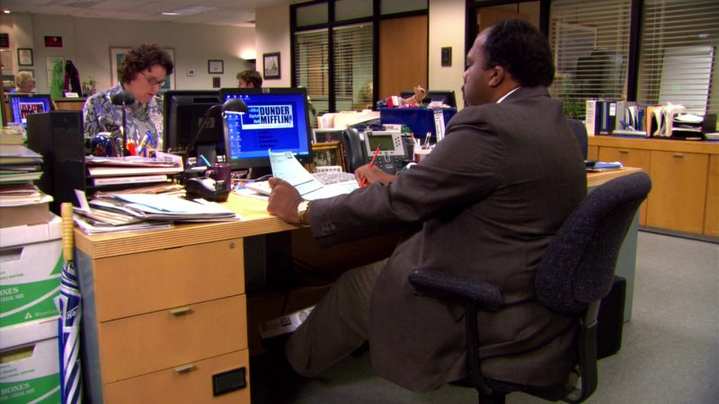 "HP Monitor Used by Leslie David Baker (Stanley Hudson) in The Office – Season 5, Episodes 1-2, ""Weight Loss"" (2008) TV Show Product Placement"