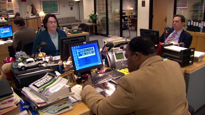 "HP Monitor Used by Leslie David Baker (Stanley Hudson) in The Office – Season 6, Episode 7, ""The Lover"" (2009) - TV Show Product Placement"