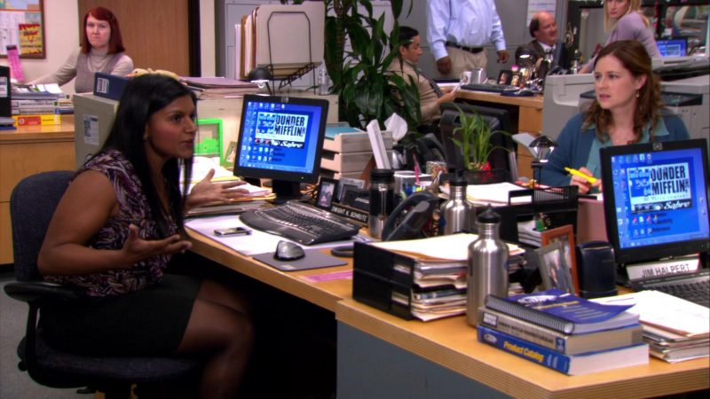 """HP Monitor Used by Mindy Kaling (Kelly Kapoor) in The Office – Season 8, Episode 15, """"Tallahassee"""" (2012) TV Show Product Placement"""
