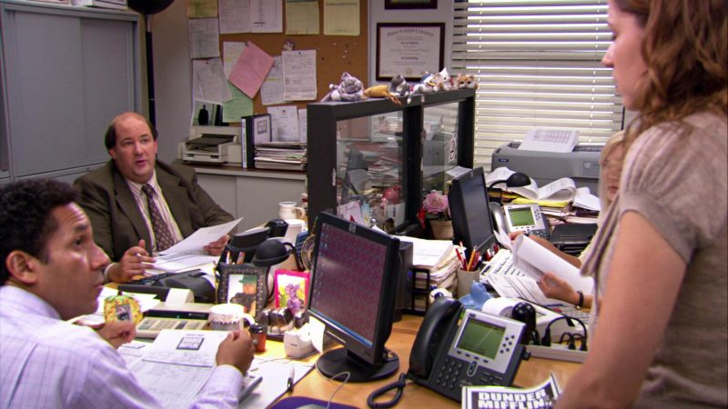 "HP Monitor Used by Oscar Nunez (Oscar Martinez) & Cisco Phone in The Office – Season 4, Episodes 1-2, ""Fun Run"" (2007) TV Show Product Placement"