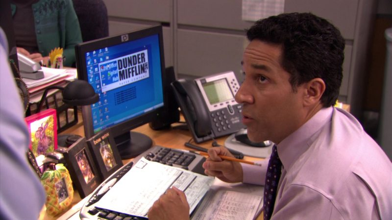 "HP Monitor Used by Oscar Nunez (Oscar Martinez) in The Office – Season 5, Episode 23, ""Michael Scott Paper Company"" (2009) - TV Show Product Placement"