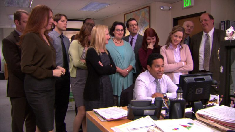 """HP Monitor Used by Oscar Nunez (Oscar Martinez) in The Office – Season 9, Episode 18, """"Promos"""" (2013) - TV Show Product Placement"""
